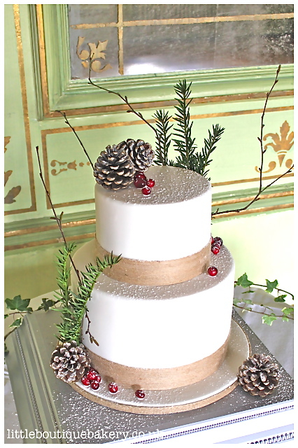 Natural Winter Wedding Cake