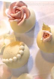Roses & Pearls Cupcakes