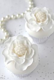 Pearl Flower Cupcakes