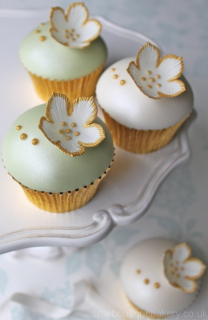 Gold & Green Cupcakes
