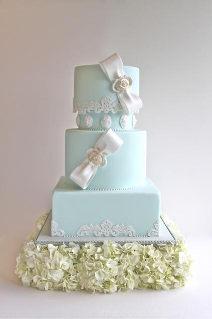 Bows & Lace Wedding Cake