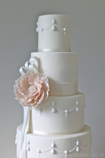 Delicate Simple Wedding Cake