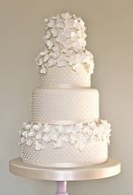 Hydrangea & Pearls Wedding Cake